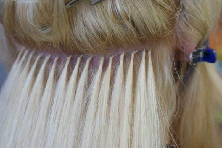 Уход за нарощенными волосами при капсульном наращивании достаточно сложный.