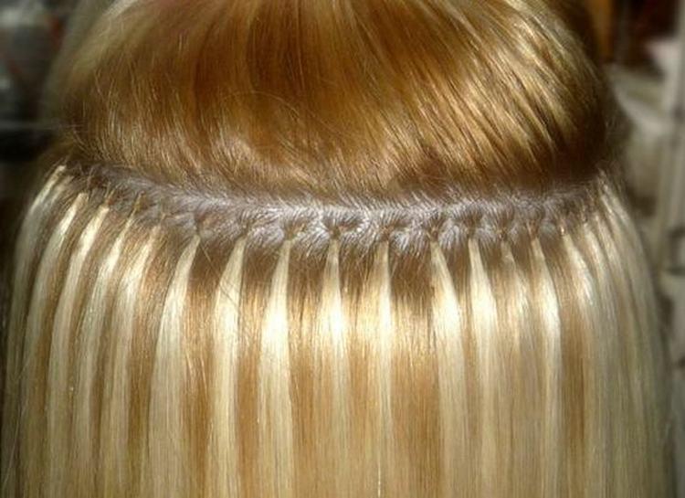 На длинных волосах такое наращивание сделать проще.