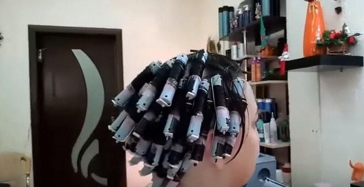 Посмотрите на фото, как сделать крупный карвинг на короткие волосы.