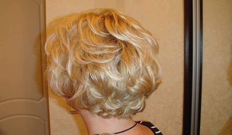 Посмотрите фото карвинга на короткие волосы.