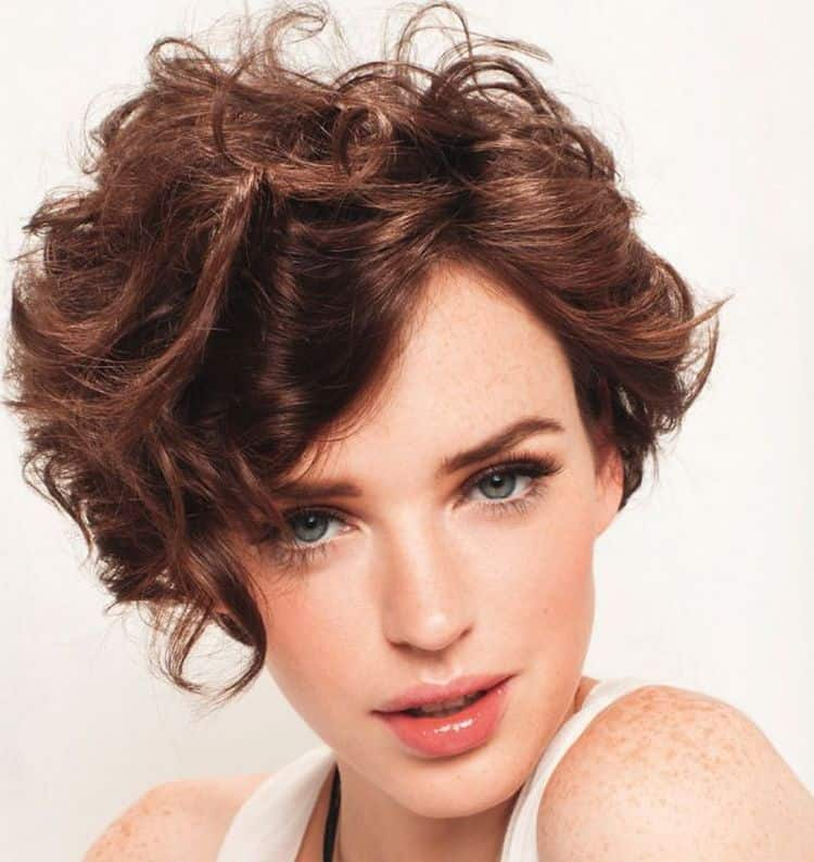 Можно делать карвинг на короткие волосы с челкой, как на фото.