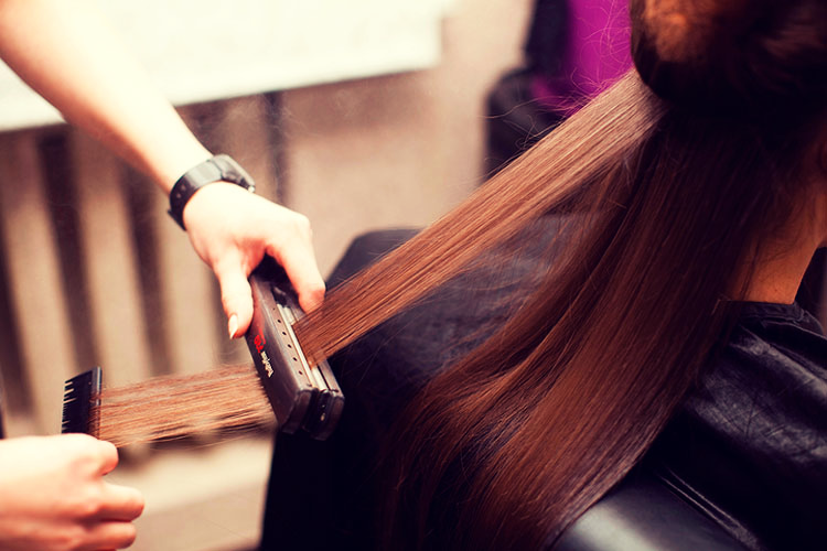 Применение кератина для волос имеет свои плюсы и минусы.