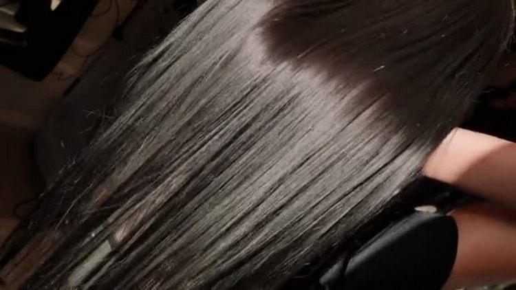 Выпрямление волос кератином можно попробовать сделать в домашних условиях.