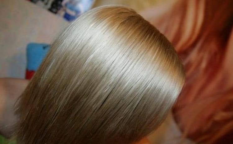 Посмотрите также видео о кератиновом выпрямлении волос в домашних условиях.