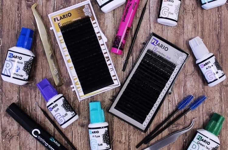 Узнайте, какие материалы для наращивания ресниц нужны для начинающих.