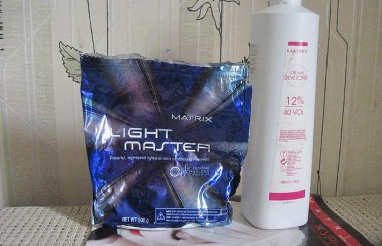 Производитель выпускает также осветляющий порошок.