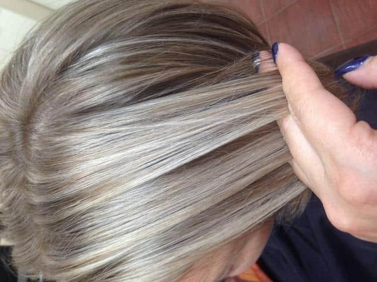 А мелкое мелирования на русые волосы, как на фото, в домашних условиях сделать будет непросто.