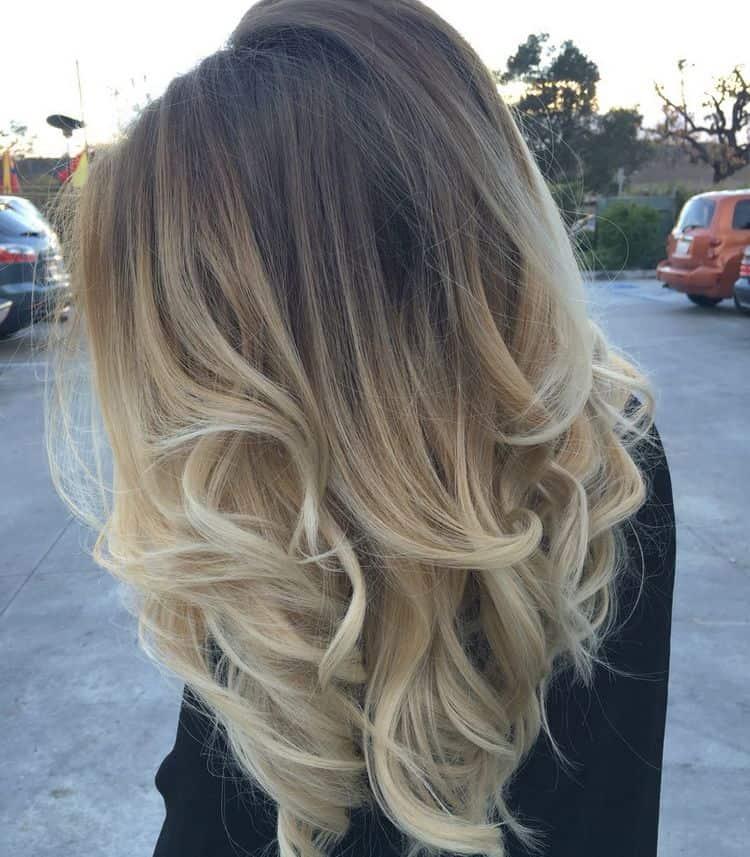 Стильно выглядит такая техника и на светлых волосах.
