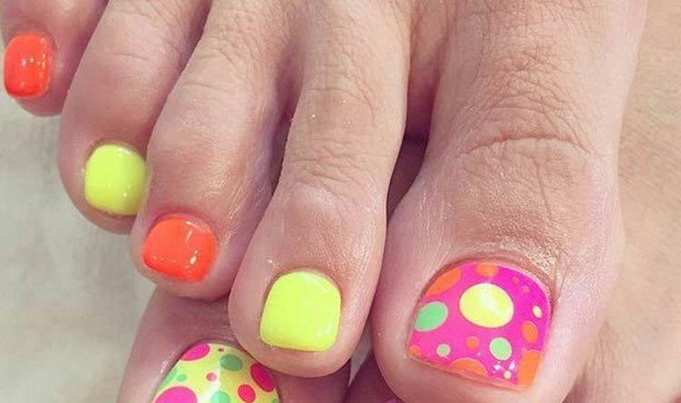 Молодым девушкам наверняка понравится вариант с разноцветным горошком.