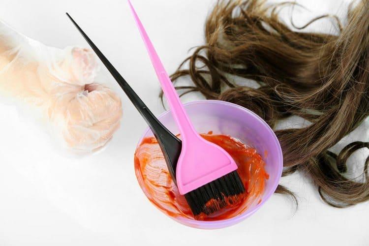 Узнайте также, как сделать цветное омбре в домашних условиях.