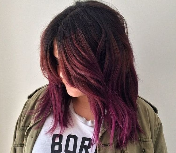 Сделать цветное омбре на темные волосы несложно.