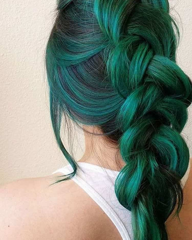 особенно оригинально такое окрашивание волос выглядит при использовании ярких насыщенных оттенков.
