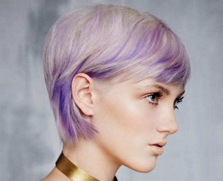 Стильное омбре на коротких светлых волосах.