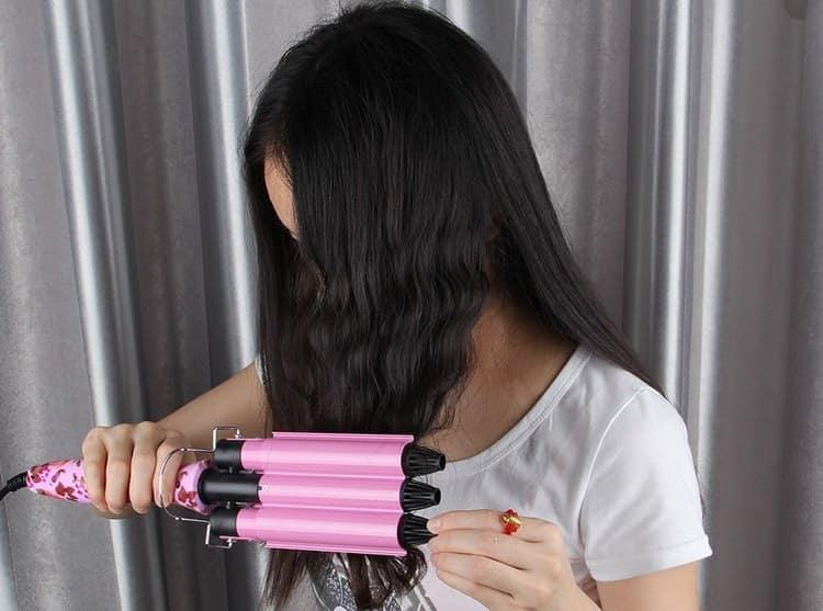 Тройная плойка подходит и на короткие, и на длинные волосы.