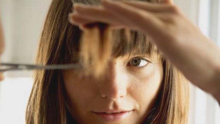 Очень важно хорошо следить за окрашенными волосами, вовремя срезать кончики.