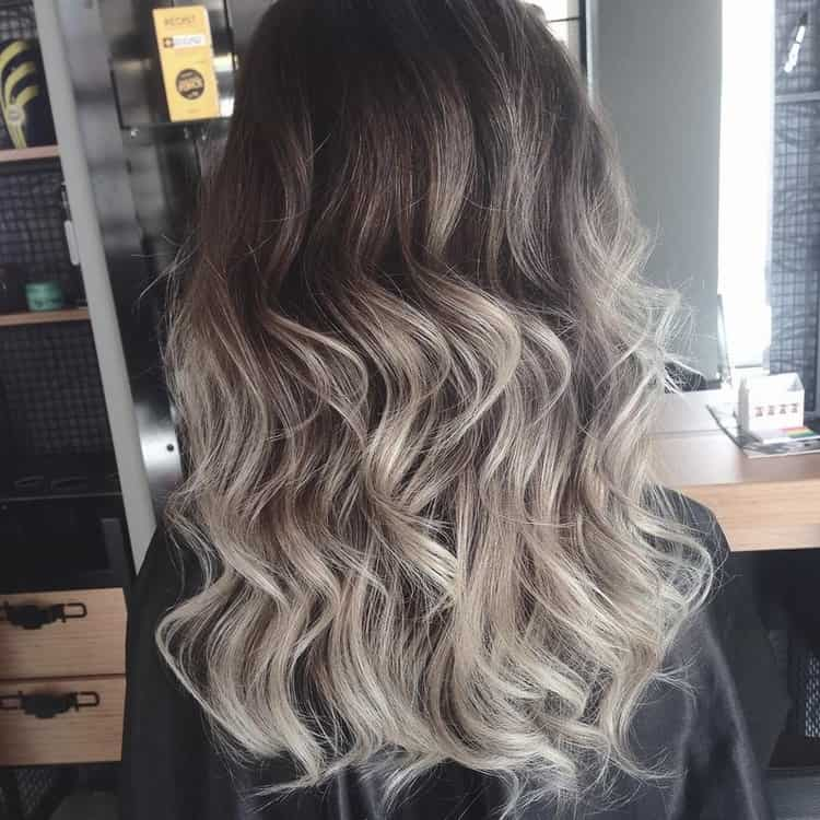 Посмотрите фото красивого окрашивания русых волос.