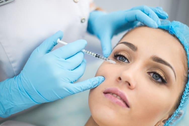 Собираясь сделать биоревитализацию лица гиалуроновой кислотой, очень важно учитывать все возможные последствия такой процедуры.