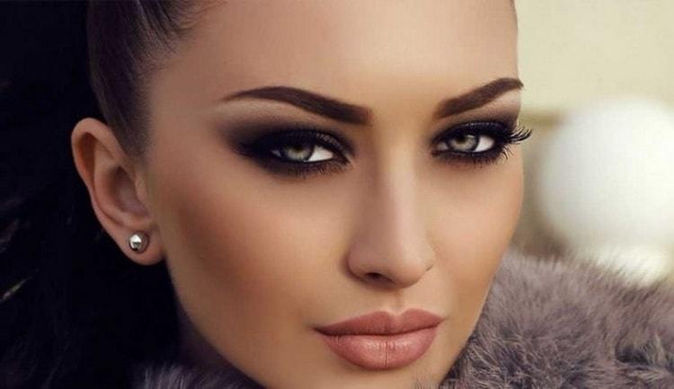 макияж для брюнеток с серыми глазами