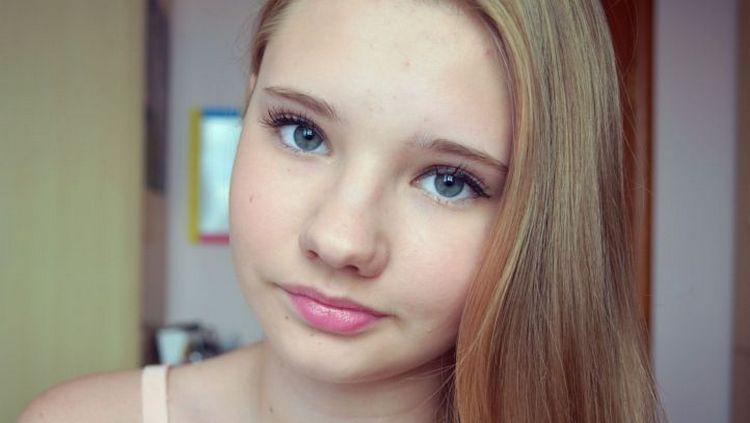 Посмотрите также видео о том, как сделать незаметный макияж в школу.