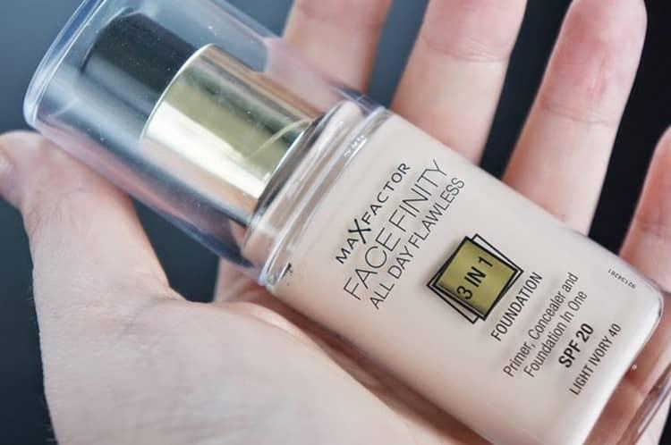 Огромной популярностью пользуется тональный крем для жирной и проблемной кожи от Max Factor.