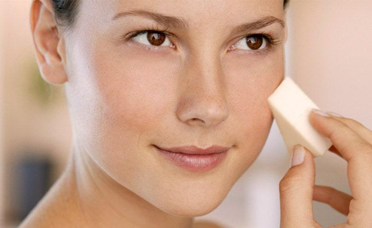 Покупая тональный крем для проблемной кожи лица, желательно начинать с пробников и удостовериться в качестве продукта.