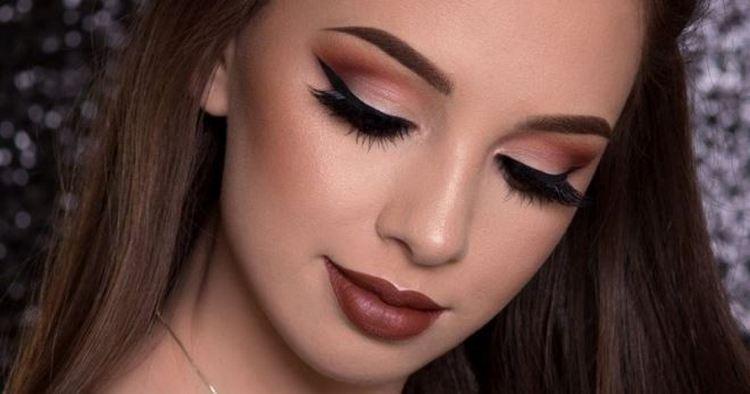 Делая макияж на выпускной, важно правильно подчеркнуть образ юной девушки.