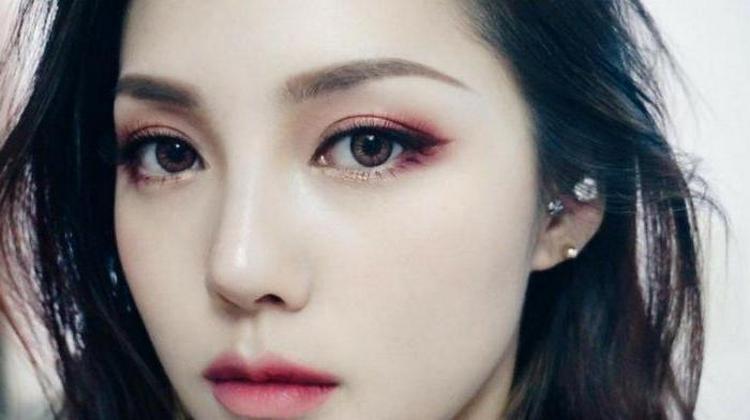 Популярностью пользуется и корейский макияж.