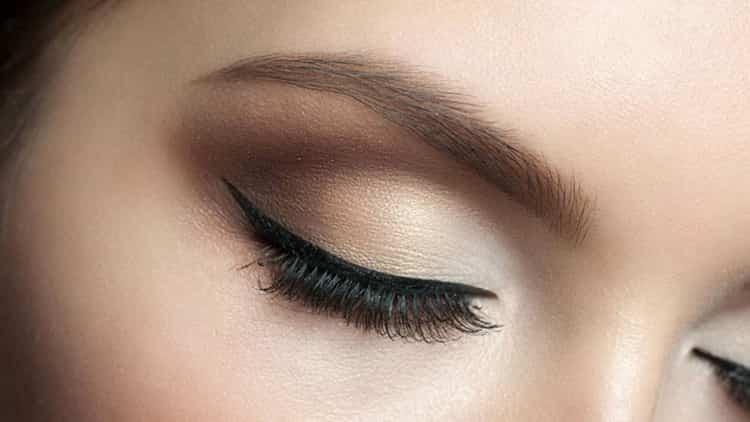 Как делать перманентный макияж век