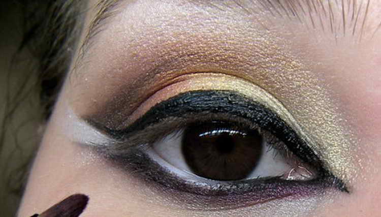 Восточный макияж: как правильно сделать дома самой себе
