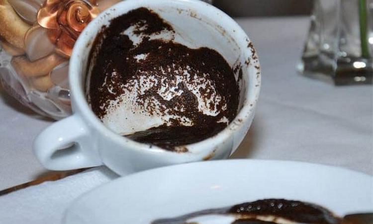 При помощи кофе можно провести гадание о том, что думает обо мне человек.