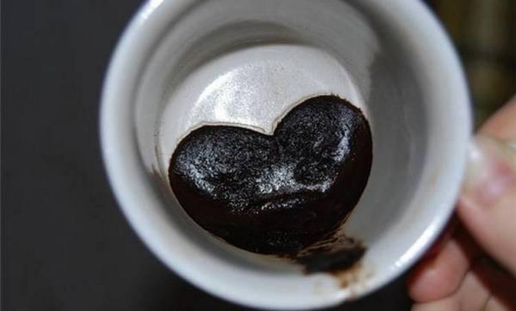 Гадания на тему, что он думает обо мне сейчас, можно попробовать проводить на кофейной гуще.