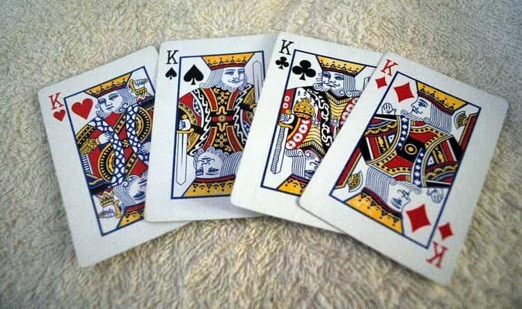 Одно из самых простых гаданий на тему, думает ли обо мне мужчина, можно провести на обычных игральных картах.