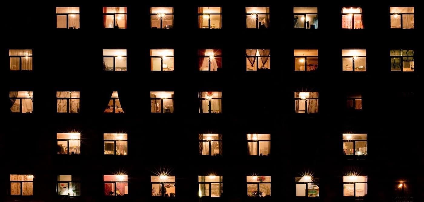 Забавным и безобидным является гадание по окнам.
