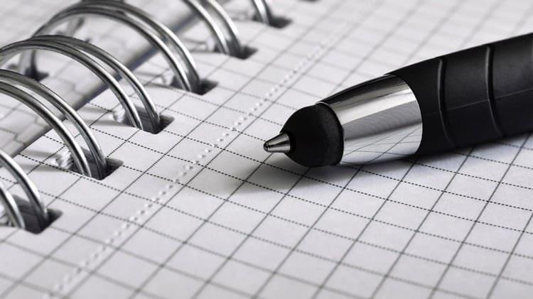 Для такого гадания понадобится бумага в клеточку и ручка.
