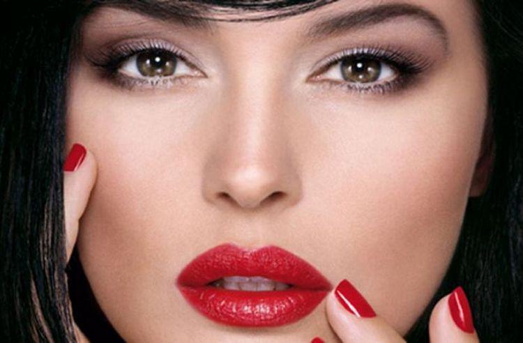 тон лица станет правильной базой для макияжа.