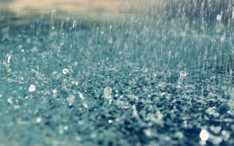 Узнайте, к чему снится дождь во сне.