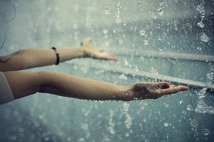 Узнайте, к чему снится попасть под дождь.