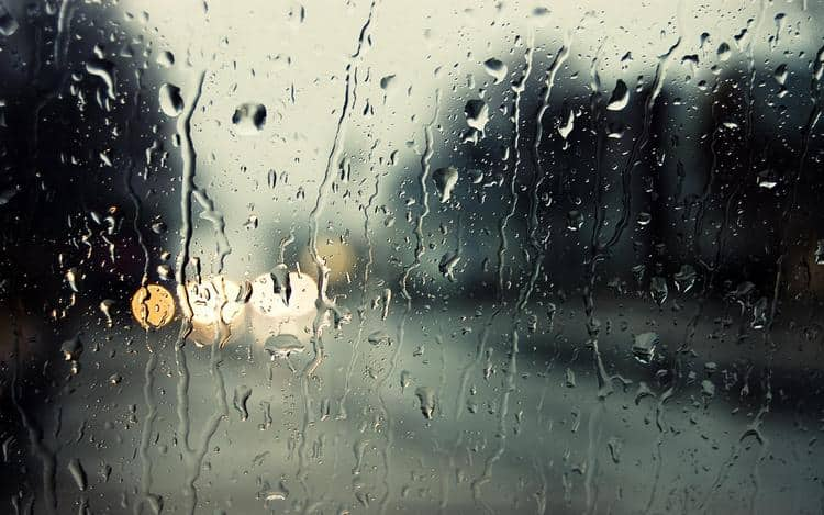По соннику можно понять, к чему снится дождь за окном.