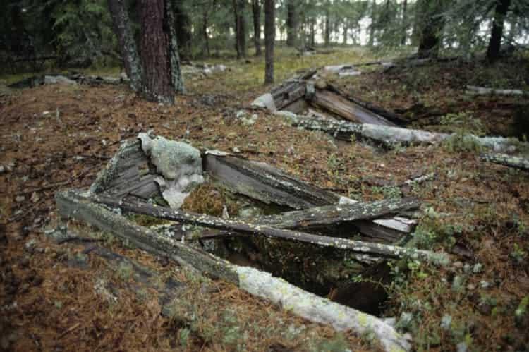 Узнайте, к чему снится старое кладбище.