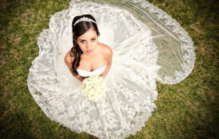 Важное значение имеет и сон, где есть не только парень, но и сама девушка, одетая в свадебное платье.