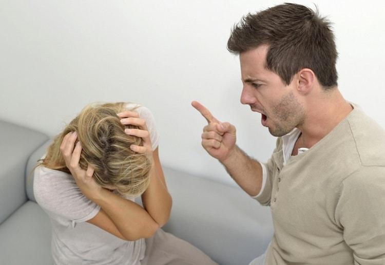 Посмотрите в соннике, что значит, если снится парень, который нравится, и он сердится, кричит или плохо себя ведет.