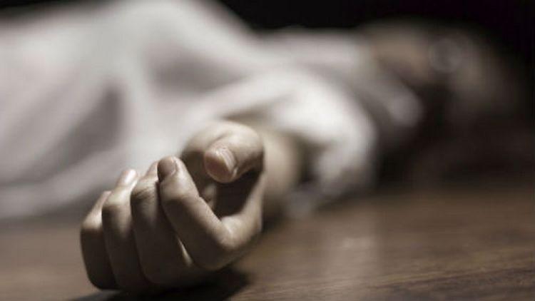 Посмотрите в соннике, что означает, если живой человек умершим снится.