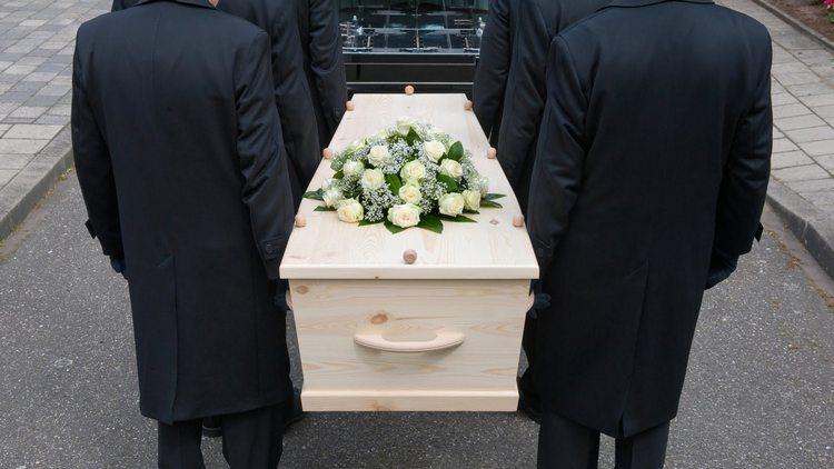 есть разница между тем, к чему снятся похороны уже мертвого человека и еще живого и здорового.