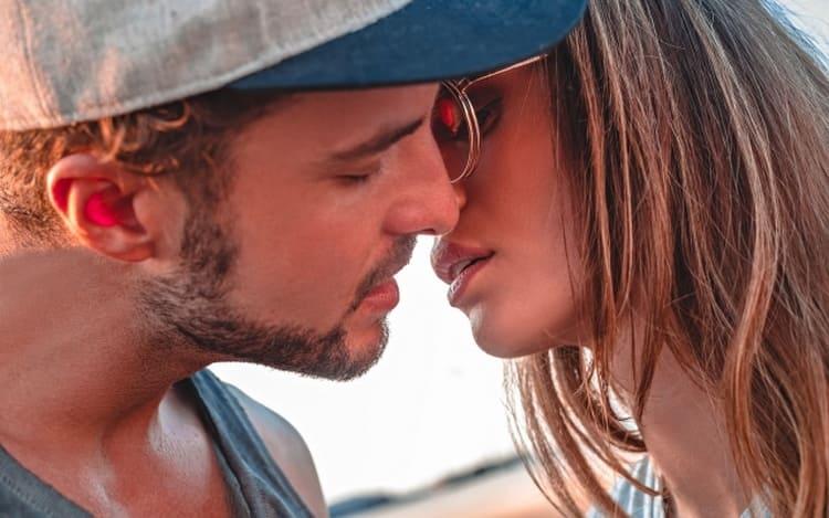 Целуйте и обнимайте любимого, чтобы он чувствовал, что действительно нужен вам.