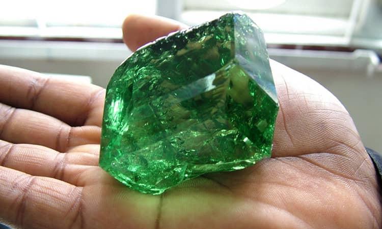 зеленый гранат камень магические свойства