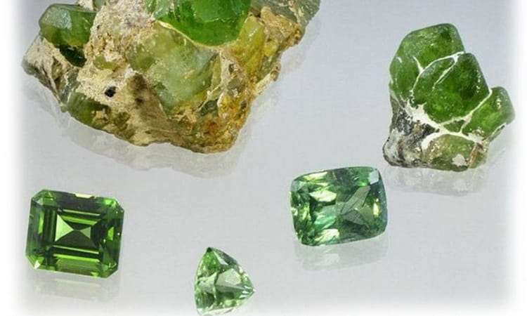 камень хризолит магические свойства и кому подходить