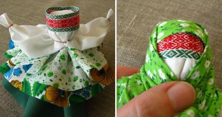 не забываем завязать куколке повойник и платок.