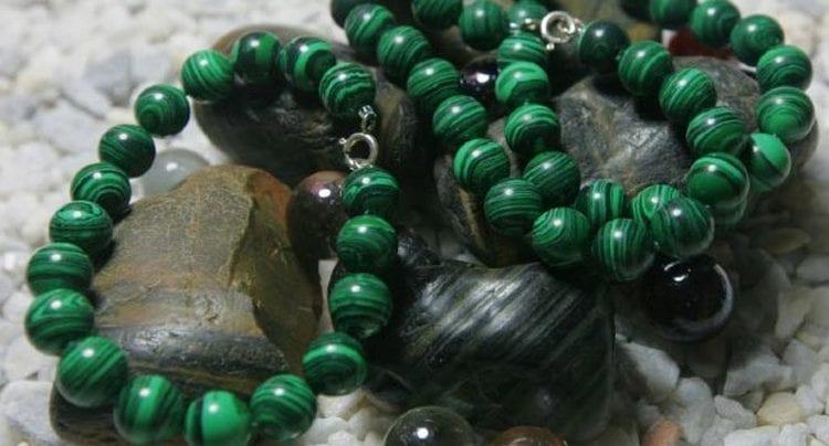 Важно знать, кому подходит по знаку зодиака камень малахит.