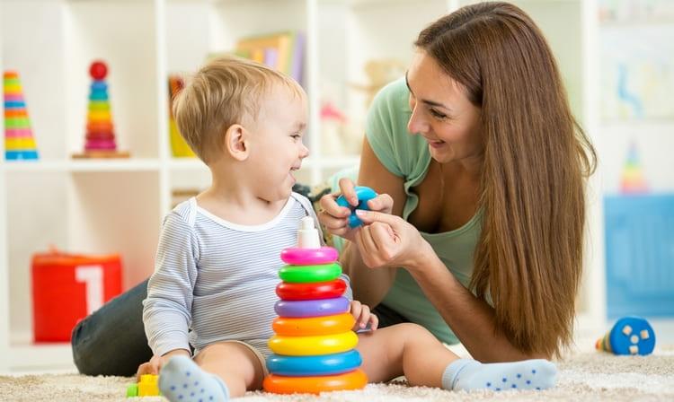 Женщина Стрелец прекрасно реализует себя в роли матери.