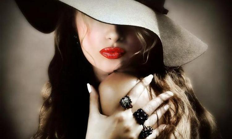 Женщина-Змея считает себя независимой, постоянно меняется, строить с ней отношения непросто.